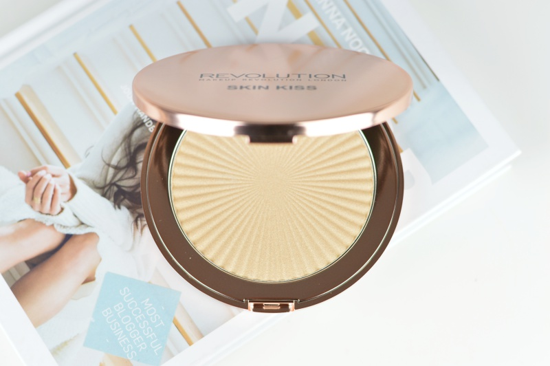 MAKEUP REVOLUTION SKIN KISS HIGHLIGHTER GOLDEN KISS